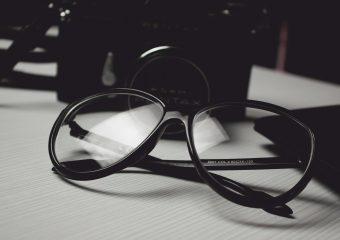 Jak wybrać modne okulary do kształtu twarzy?