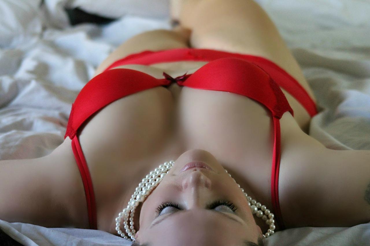 Fakty i mity na temat męskiego spojrzenia na kobiecą bieliznę